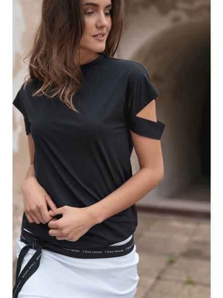 Čierne tričko sdetailom na spustených rukávoch