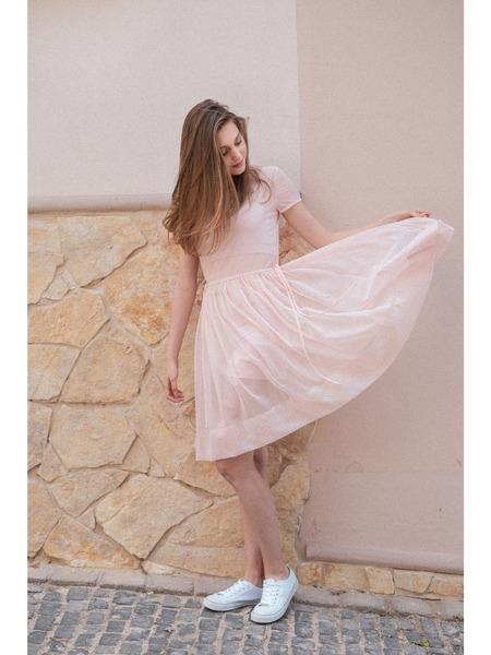 Šaty sriasenou sukňou